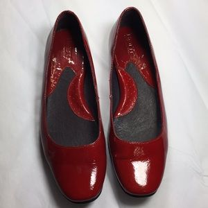 Born candy apple red patent leather slip on 9